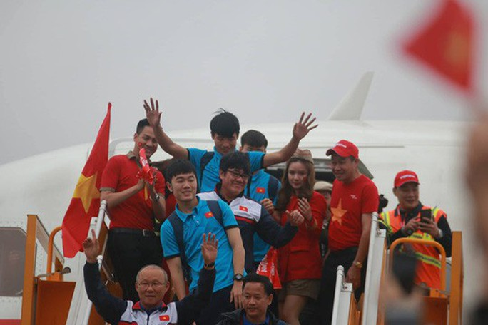Phạt Vietjet 40 triệu đồng vụ diễn bikini trên chuyến bay đón U23 Việt Nam - Ảnh 1.