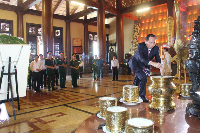 Chủ tịch nước Trần Đại Quang dâng hương liệt sĩ - Ảnh 3.