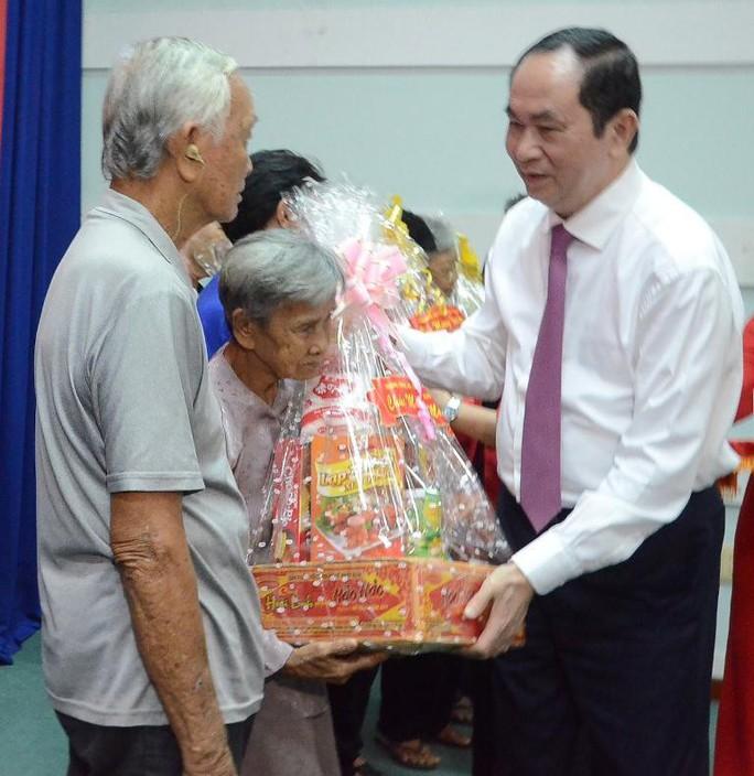 Chủ tịch nước Trần Đại Quang dâng hương liệt sĩ - Ảnh 5.