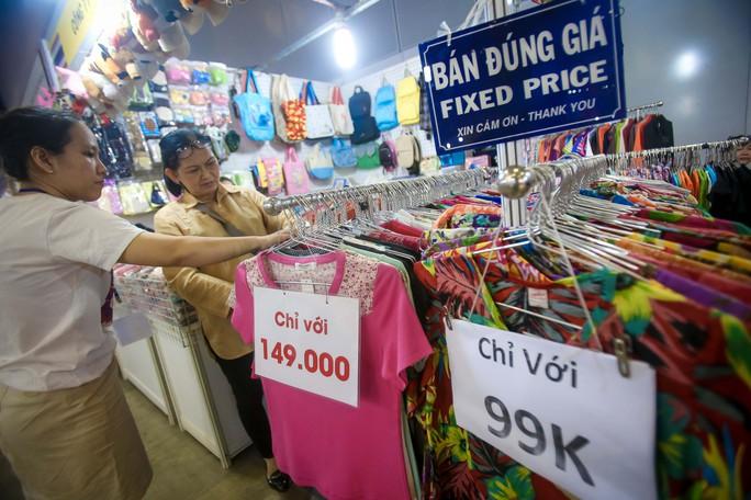 Săn hàng Tết giảm giá ở hội chợ - Ảnh 5.