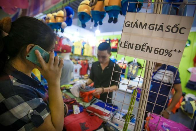 Săn hàng Tết giảm giá ở hội chợ - Ảnh 3.