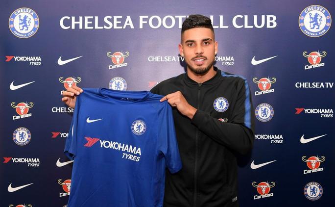 Chelsea từ bỏ Dzeko, mua thành công sao Brazil - Ảnh 1.
