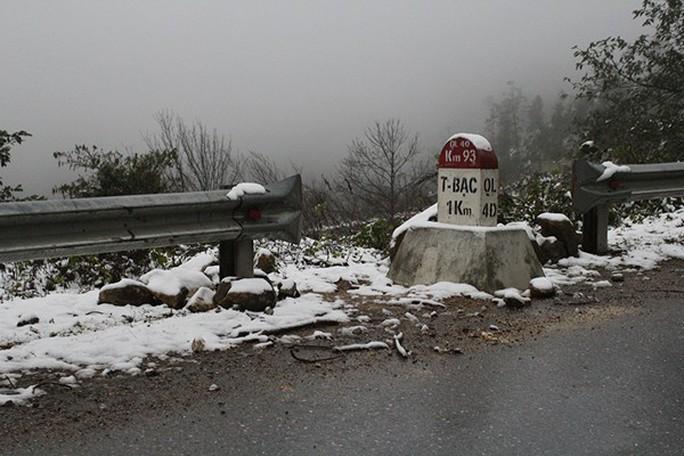Tuyết rơi dày tại thác Bạc, Ô Quí Hồ (Sa Pa) sáng 31-1 - Ảnh 5.
