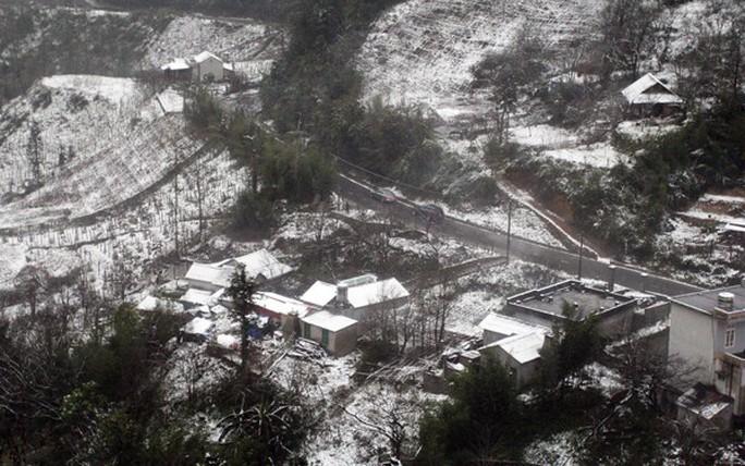 Tuyết rơi dày tại thác Bạc, Ô Quí Hồ (Sa Pa) sáng 31-1 - Ảnh 6.