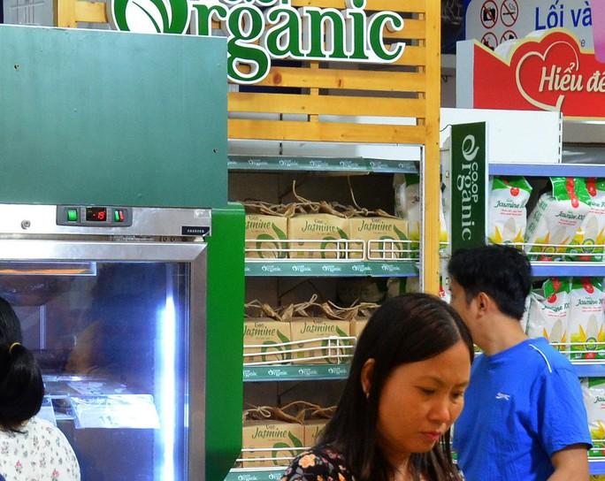 Gạo hữu cơ giá cao vẫn được chuộng - Ảnh 1.