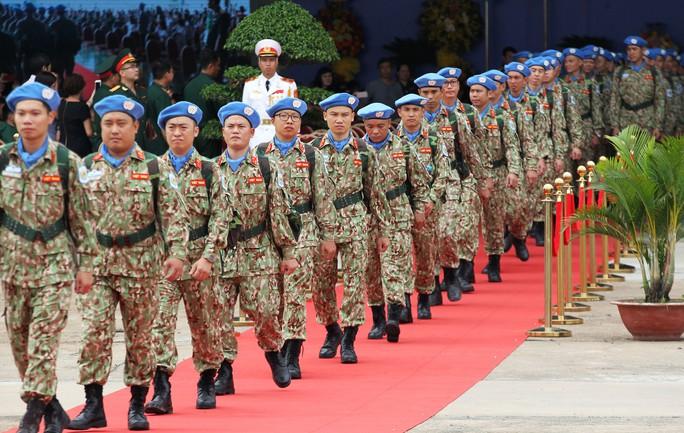 Những bóng hồng quân y Việt Nam sang châu Phi gìn giữ hòa bình - Ảnh 1.