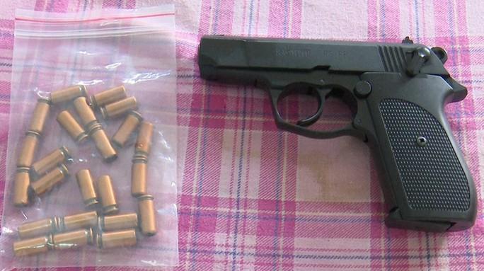 Thiếu gia khai thác cát dùng súng bắn người bị phạt 3 triệu đồng - Ảnh 2.