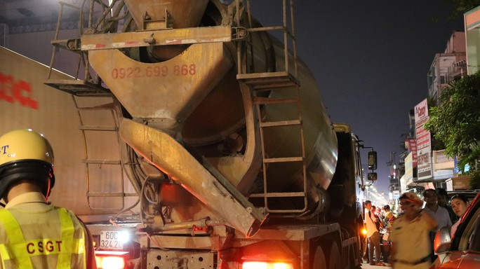 CSGT TP HCM siết xe trọng tải nặng, tài xế dùng chiêu đối phó - Ảnh 5.