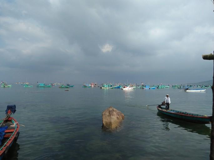 Tàu cá chở 10.000 lít dầu cháy rụi ở Phú Quốc, thiệt hại 13 tỉ - Ảnh 1.
