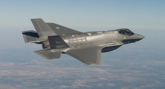 """Nga chuyển S-300 cho Syria, Mỹ vội nâng cấp """"tia chớp"""" F-35 - Ảnh 1."""