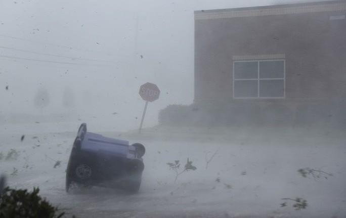 """Mỹ: Cận cảnh """"bão khủng khiếp nhất 100 năm"""" càn quét bang Florida - Ảnh 4."""