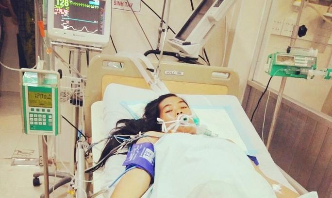 Người nhà bức xúc vì thai nhi tử vong tại bệnh viện - Ảnh 1.