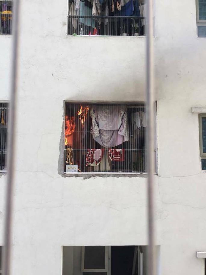 Cháy trên tầng 31 chung cư, người dân hoảng loạn tháo chạy - Ảnh 3.