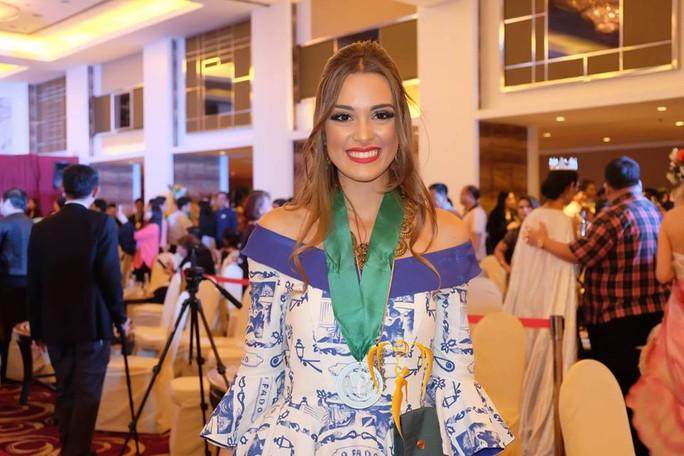 Nguyễn Phương Khánh thắng giải vàng trang phục dân tộc cuộc thi Hoa hậu Trái đất - Ảnh 9.