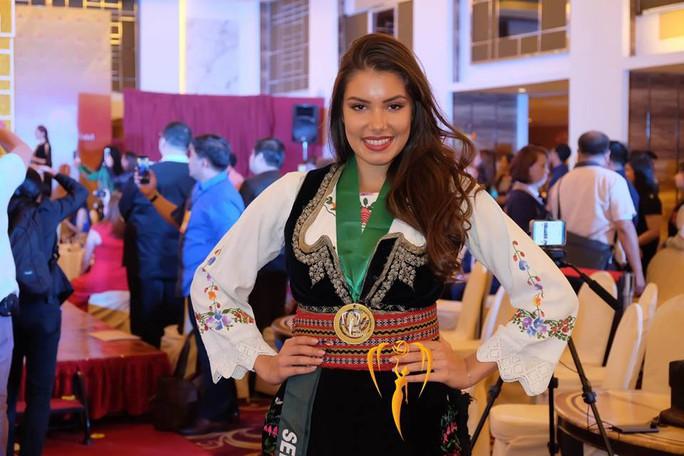 Nguyễn Phương Khánh thắng giải vàng trang phục dân tộc cuộc thi Hoa hậu Trái đất - Ảnh 11.