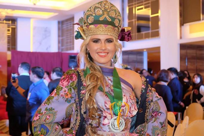 Nguyễn Phương Khánh thắng giải vàng trang phục dân tộc cuộc thi Hoa hậu Trái đất - Ảnh 10.