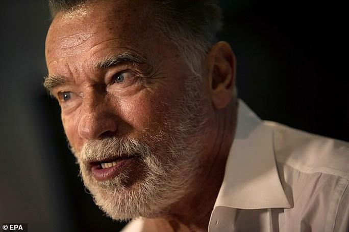 Kẻ hủy diệt Arnold hối tiếc xin lỗi vì suồng sã phụ nữ - Ảnh 3.