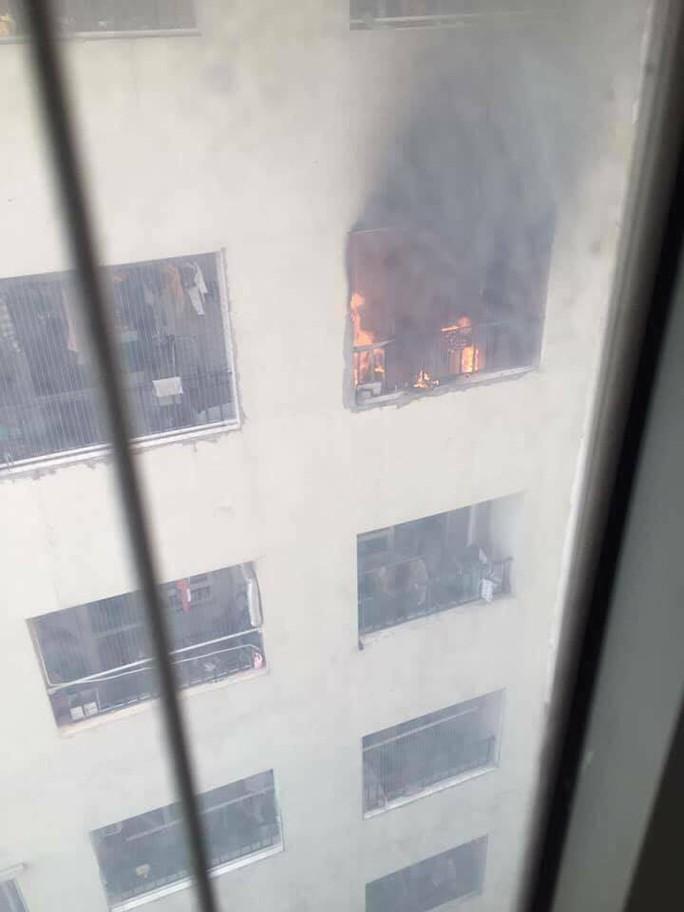 Cháy trên tầng 31 chung cư, người dân hoảng loạn tháo chạy - Ảnh 5.