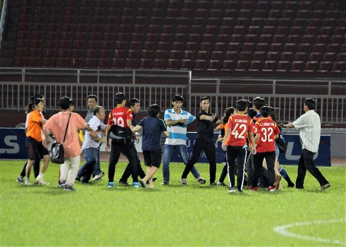 6 cầu thủ nữ TP HCM và TKS VN bị treo giò 5 tháng vì đánh nhau - Ảnh 1.