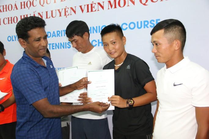 Giảng viên nước ngoài ấn tượng với HLV quần vợt Việt Nam - Ảnh 1.