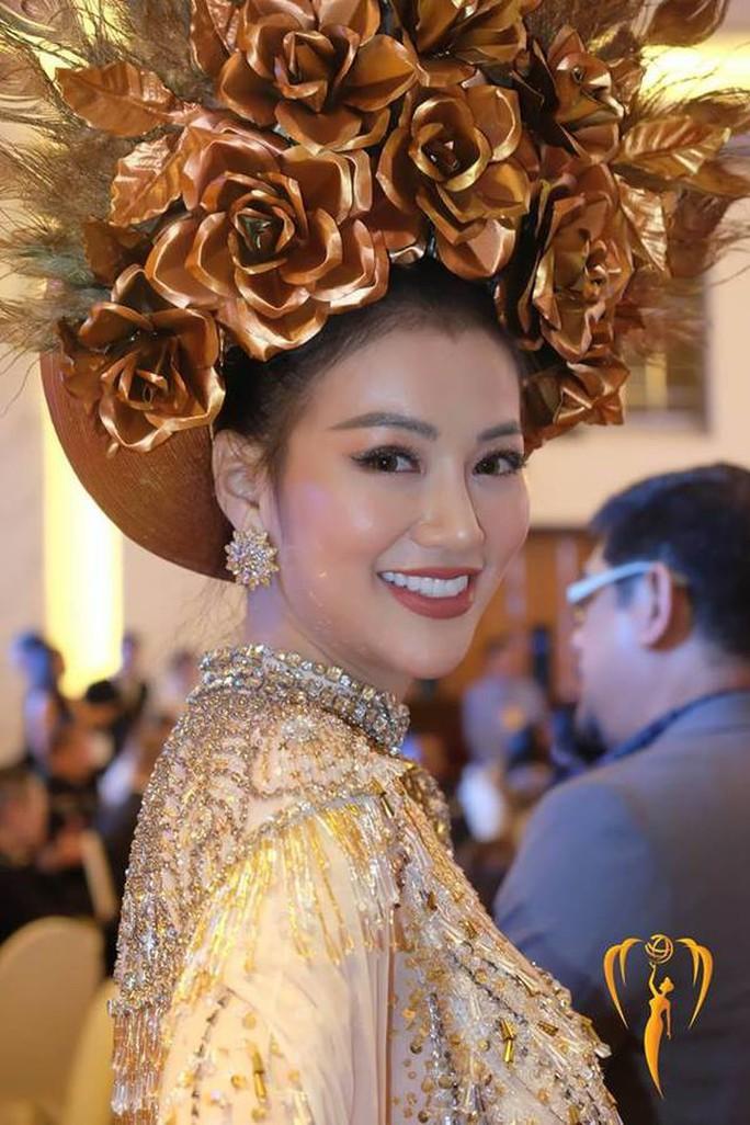 Nguyễn Phương Khánh thắng giải vàng trang phục dân tộc cuộc thi Hoa hậu Trái đất - Ảnh 3.