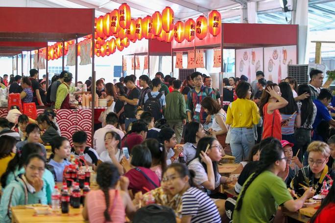 Hàng trăm món ngon tại Lễ hội ẩm thực châu Á - Ảnh 1.