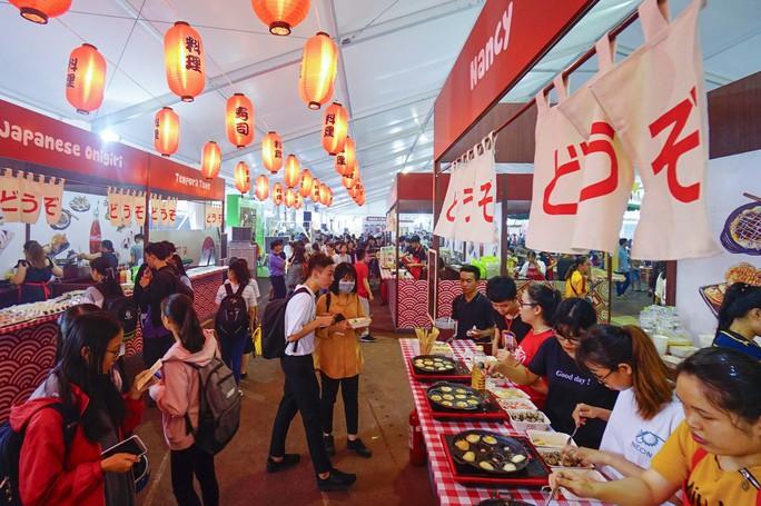 Hàng trăm món ngon tại Lễ hội ẩm thực châu Á - Ảnh 3.