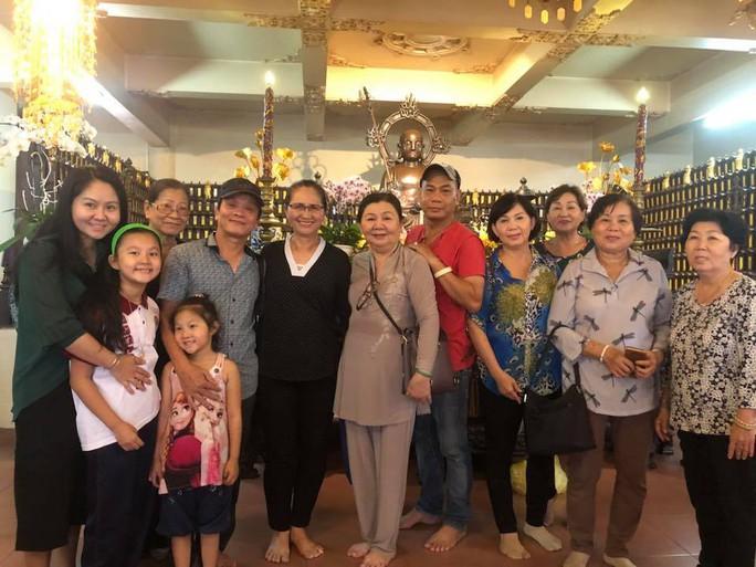 Giỗ đầu danh ca Út Bạch Lan, nghệ sĩ tề tựu tưởng nhớ sầu nữ - Ảnh 4.