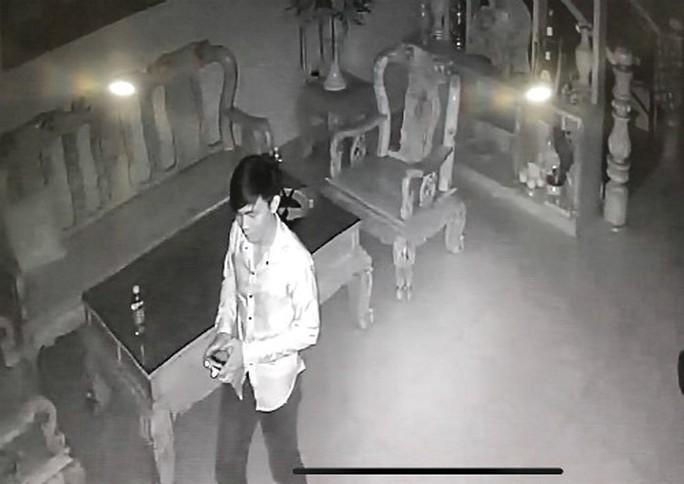 Khi căn nhà dụ trộm vào ăn ngủ trong phòng gia chủ - Ảnh 1.