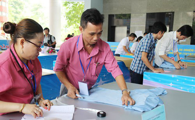 Công nhân dệt may TP HCM thi tay nghề - Ảnh 1.
