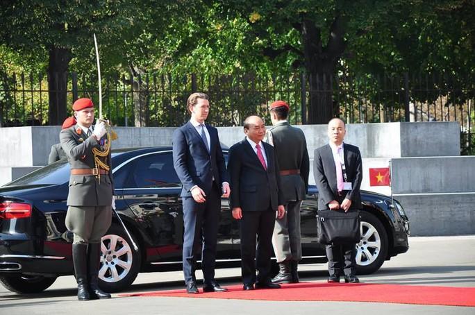Thủ tướng Việt Nam và Áo khẳng định tầm quan trọng của hòa bình, ổn định ở Biển Đông - Ảnh 3.