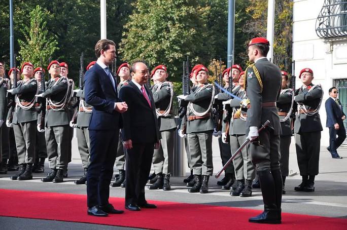 Thủ tướng Việt Nam và Áo khẳng định tầm quan trọng của hòa bình, ổn định ở Biển Đông - Ảnh 2.