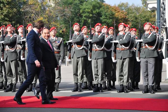 Thủ tướng Việt Nam và Áo khẳng định tầm quan trọng của hòa bình, ổn định ở Biển Đông - Ảnh 4.