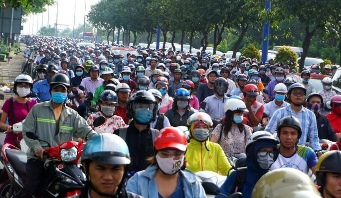 Toàn cảnh rối loạn sau sự cố ở đầu hầm sông Sài Gòn - Ảnh 5.