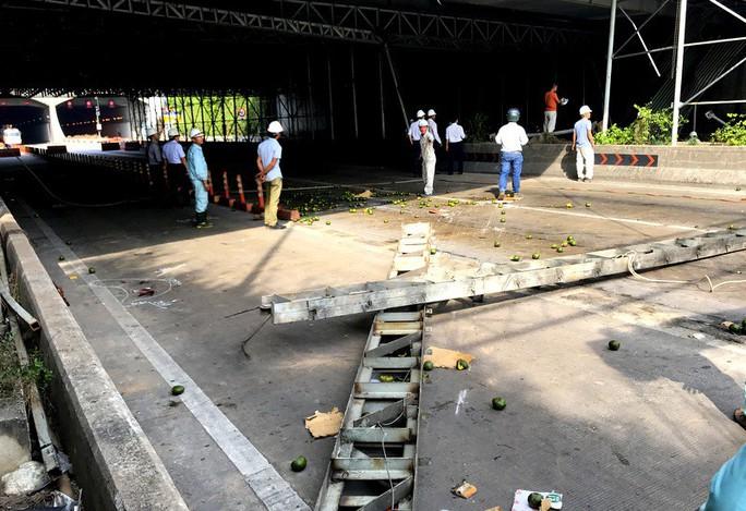 Toàn cảnh rối loạn sau sự cố ở đầu hầm sông Sài Gòn - Ảnh 2.
