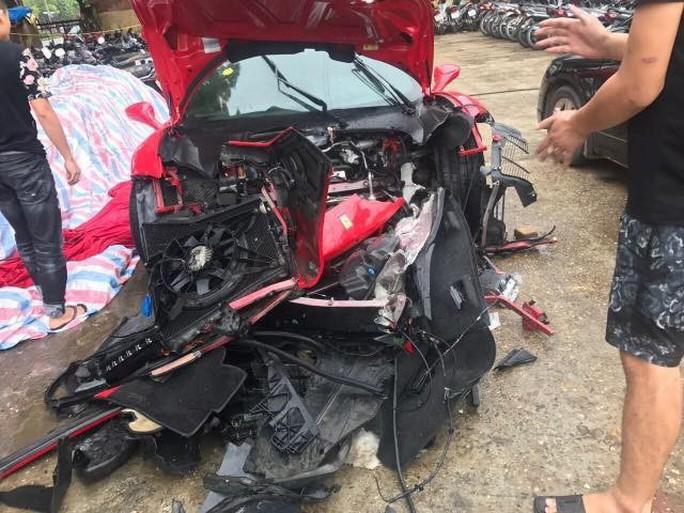 Siêu xe Ferrari 488 của ca sĩ Tuấn Hưng bị tai nạn nát đầu - Ảnh 1.