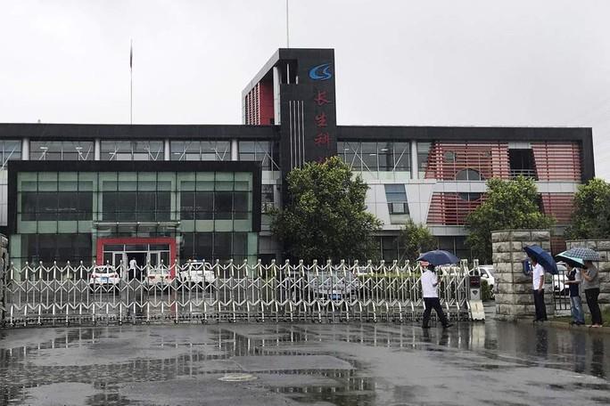Án phạt kinh hồn hơn 30,7 ngàn tỉ đồng cho công ty vắc-xin Trung Quốc - Ảnh 1.