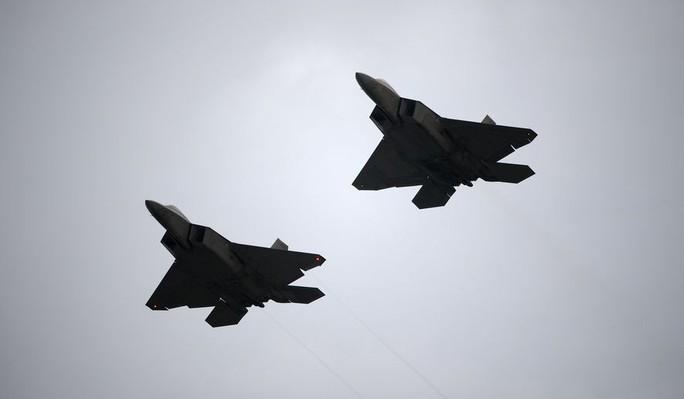 Mỹ: Hàng chục chiến đấu cơ F-22 bị bão Michael phá hủy - Ảnh 1.