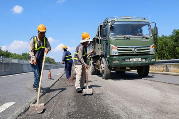 Phó Thủ tướng: Xử nghiêm trách nhiệm vụ hư hỏng đường cao tốc Đà Nẵng - Quảng Ngãi - Ảnh 2.