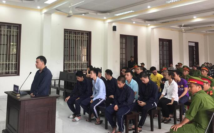 Cùng 14 thanh niên tàng trữ ma túy, một Việt kiều Canada bị trục xuất - Ảnh 1.