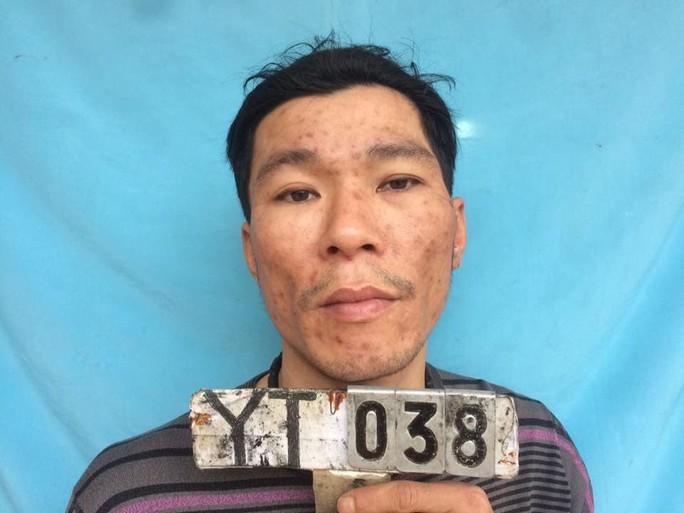 Nhiễm HIV, cầm lựu đạn đe dọa công an tại trụ sở UBND xã - Ảnh 1.