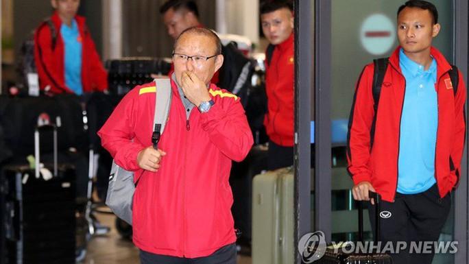 HLV Park Hang-seo lần đầu kém vui khi trở về Hàn Quốc - Ảnh 2.