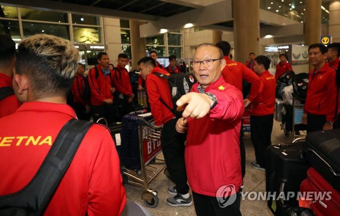 HLV Park Hang-seo lần đầu kém vui khi trở về Hàn Quốc - Ảnh 1.