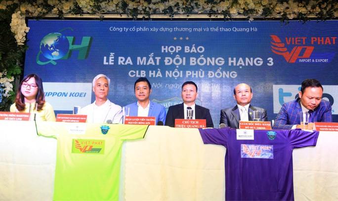Ông chủ Triệu Quang Hà nói lý do ưu ái HLV Nguyễn Hồng Sơn - Ảnh 2.