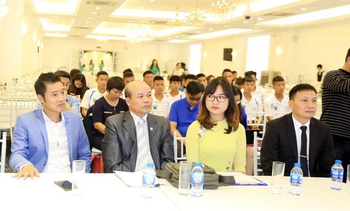 Ông chủ Triệu Quang Hà nói lý do ưu ái HLV Nguyễn Hồng Sơn - Ảnh 3.