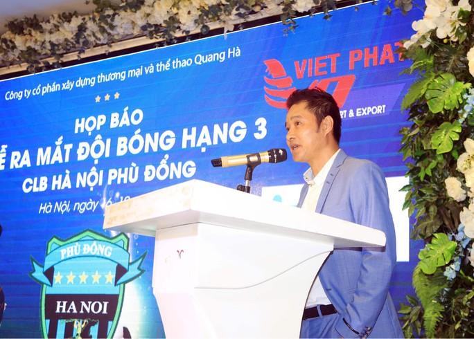 Ông chủ Triệu Quang Hà nói lý do ưu ái HLV Nguyễn Hồng Sơn - Ảnh 1.