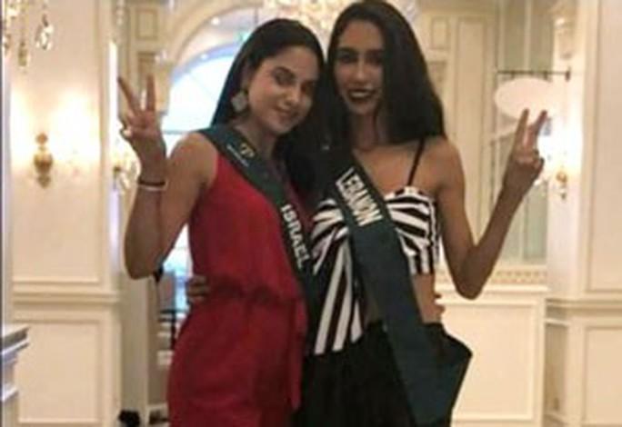 Hoa hậu Lebanon bị tước vương miện vì chụp ảnh chung với hoa hậu Israel - Ảnh 1.
