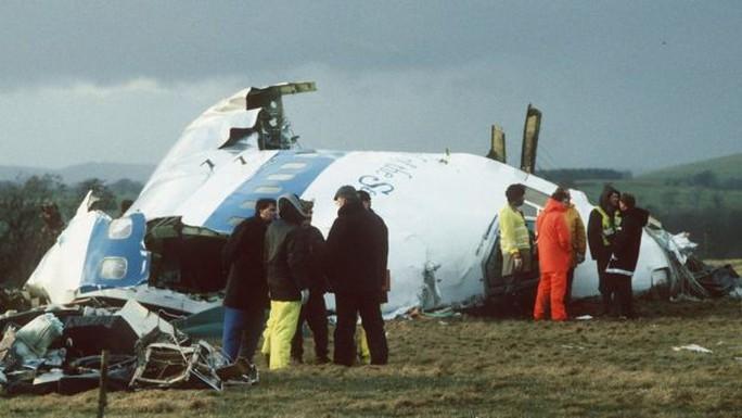 Bí ẩn về bé gái trong vụ nổ máy bay giết chết 259 người - Ảnh 1.