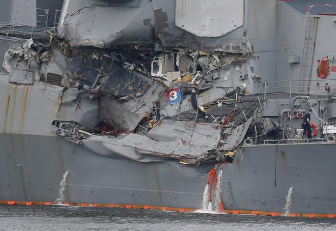 Trực thăng MH-60 rơi trên tàu sân bay Mỹ ngoài khơi Philippines - Ảnh 4.