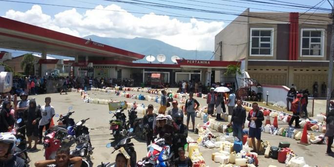 Indonesia: Đám đông cướp ATM trong lúc chờ viện trợ sóng thần - Ảnh 2.